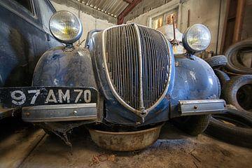 Dusty Car von Ellen Thys