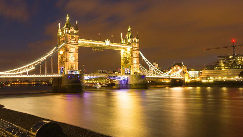 Towerbridge Londen in avondlicht van Hilda Weges