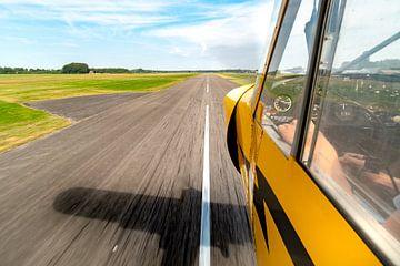 Piper Cub taking off van Planeblogger