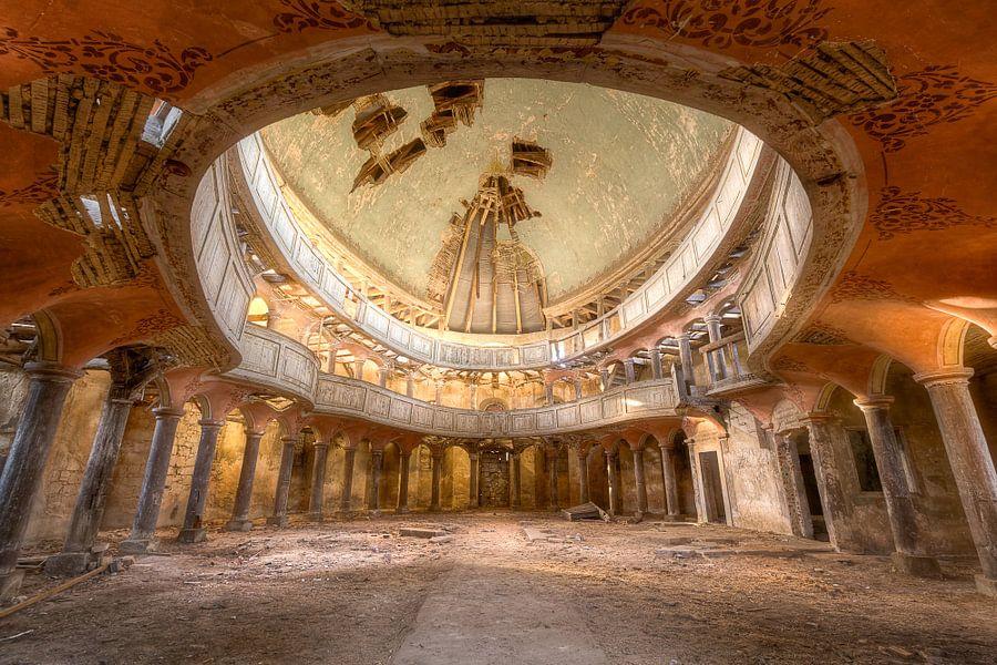 Grote verlaten Kapel. van Roman Robroek