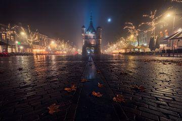 Deventer Brink in de mist van Edwin Mooijaart