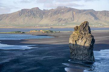 Blick über Islands schwarze Strände von Reis Genie