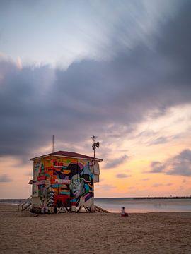Strandwachtershut op Gordon Beach, Tel Aviv van Teun Janssen