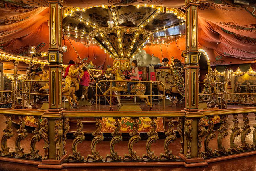 Interieur van het klassieke stoomcarrousel in de Efteling