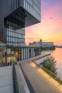 Abendstimmung im Düsseldorfer Medienhafen von Michael Valjak