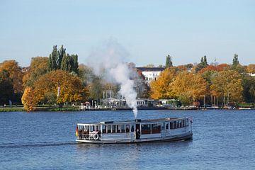 Hamburg  : Aussenalster mit Alsterrundfahrtschiff  I Ship on the Alster, Hamburg, Germany, Europe