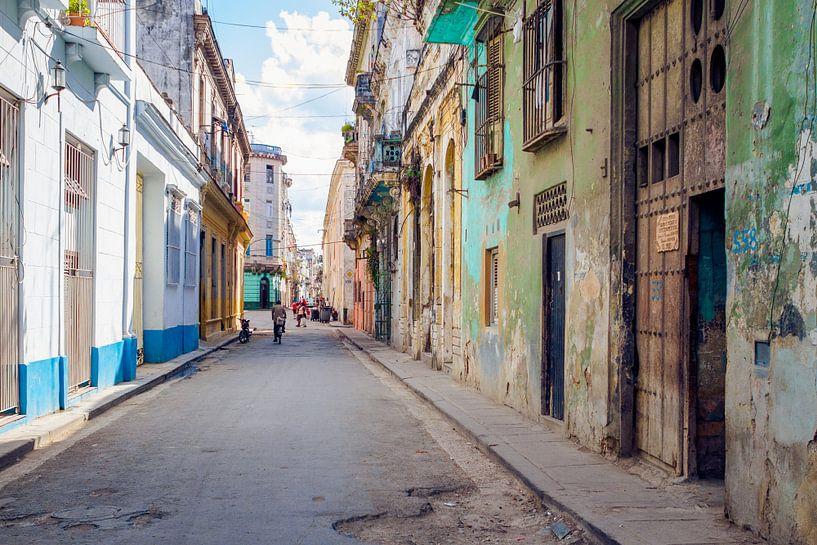 straat in Cuba 2 van Karin Verhoog