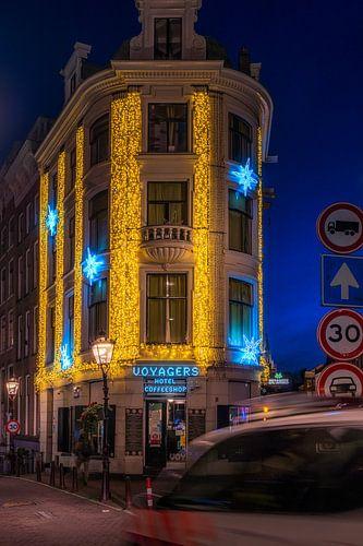 Hotel Voyages in de avond in Amsterdam