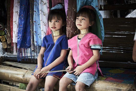 2 langnek meisjes uit Myanmar