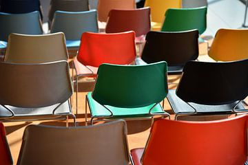 Kleurige stoelen Kunsthal Auditorium 2  von