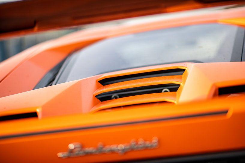 Achterkant van Lamborghini Huracan Performante van Martijn Bravenboer