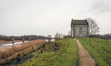 Weg zum Wasserstandsmesshaus Steenbergse Sas von Ruud Morijn