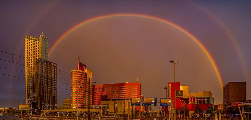 Rainbow over the city van Robert Stienstra