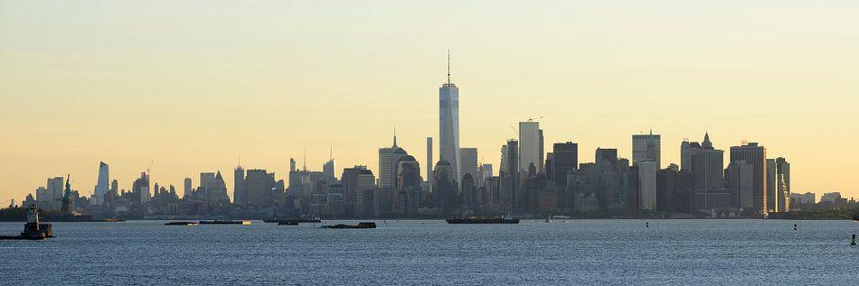 Manhattan skyline in de ochtend gezien vanaf Staten Island, panorama van Merijn van der Vliet