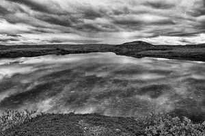 Spiegelende pracht op de Laksefjordvidda van