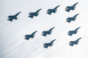 Nederlandse F16 vliegtuigen in formatie sur Brian Morgan