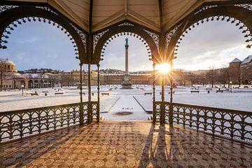 Schlossplatz in Stuttgart im Winter von Werner Dieterich