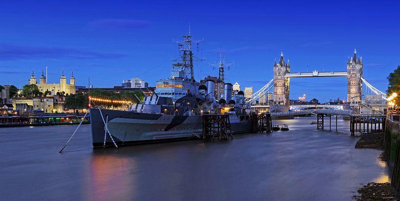 Londen - Tower Bridge en oorlogsschip HMS Belfast van Frank Herrmann