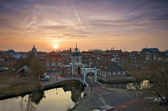 Zonsopkomst boven Leiden en de Morspoort van  Martijn van der Nat