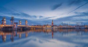 Blauwe uur langs de IJssel bij Kampen van Martin Bredewold