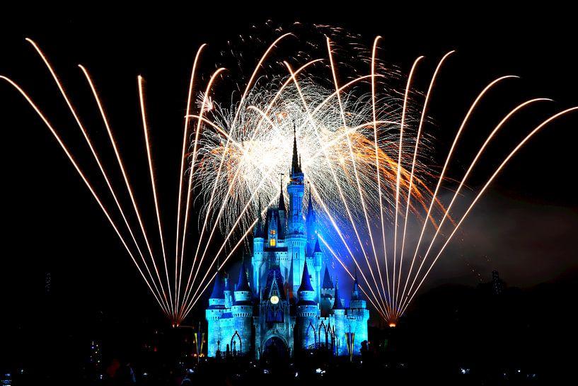 Disney-Schloss von Cinderella mit Feuerwerk von Atelier Liesjes