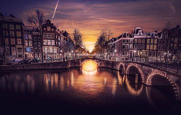 Amsterdams Grachten bij Zonsondergang van Mario Calma