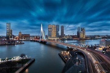 Wolkendek boven Rotterdam von Roy Poots