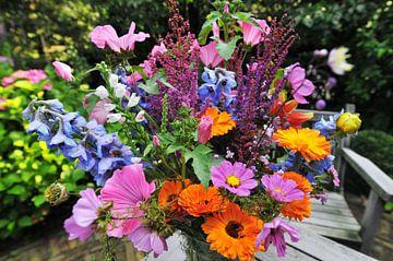 Bunter Blumenstrauss im Garten gepflückt von Ivonne Wierink
