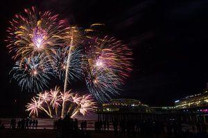 Vuurwerk op de zee bij Scheveningen Pier