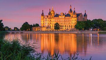 Zonsondergang bij het kasteel van Schwerin, Duitsland van Henk Meijer Photography