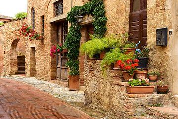Mediterrane steegje - Certaldo in Toscane van Reiner Würz / RWFotoArt