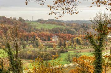 Doorkijkje op Kasteel Schaloen in Oud-Valkenburg van John Kreukniet