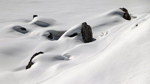 Skisporen in de sneeuw - Sextener Dolomieten - Südtirol - Italië van