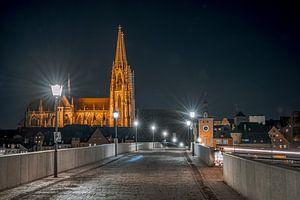 Regensburg stenen brug in de avond met kathedraal van Thilo Wagner