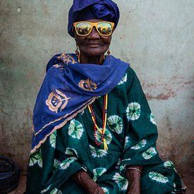Zonnige zonnebril. van Ellis Peeters