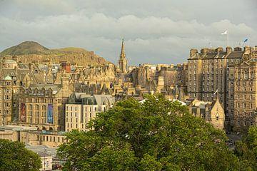 Vue sur la vieille ville d'Edimbourg et Arthurs Seat sur Thea.Photo