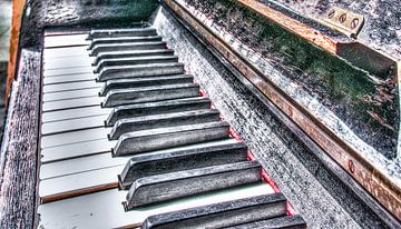 Old Piano van Alex Hiemstra