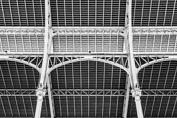 Dachkonstruktion Markthalle Mercado Colon Modernismus Valencia Spanien aus Stahl schwarz-weiss von Dieter Walther