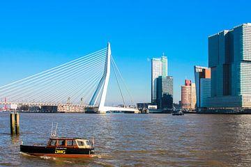 De taxiboot met de skyline van Rotterdam sur Petra Brouwer