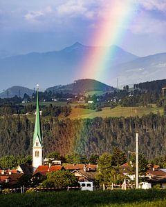 Regenboog door de kerk