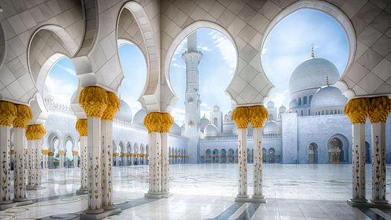 Pillars of Sheikh Zayed van Maarten Drupsteen