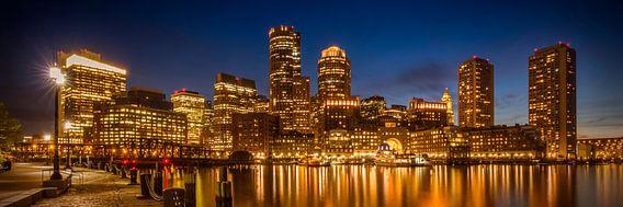 BOSTON Fan Pier Park En Skyline bij nacht   Panorama  van Melanie Viola