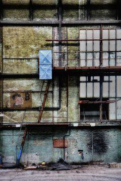 Oude fabriek II van Yvonne Smits