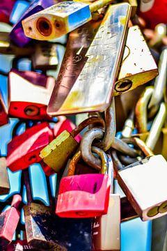 Liefdesslotjes aan brug in Keulen van Karen Hammega