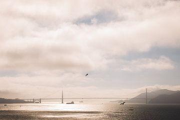 Golden gate bridge in San Francisco tijdens zonsondergang van Moniek Kuipers