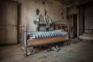 Bett verlassenes Haus
