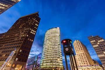 Potsdamer Platz in Berlin bei Nacht von Werner Dieterich