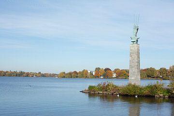 Statue Drei ruderer an der Au�enalster im Herbst, Hamburg, Deutschland   I  Monument drei Ruderern i