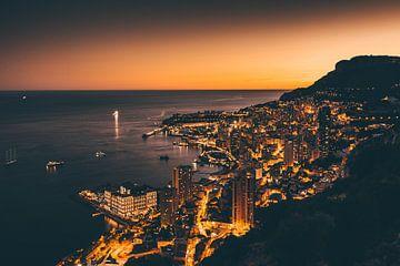 Monaco in der Dunkelheit