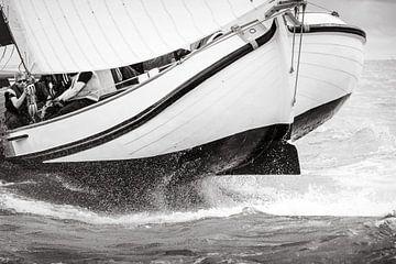 Skûtsje hüpft durch die raue See von ThomasVaer Tom Coehoorn